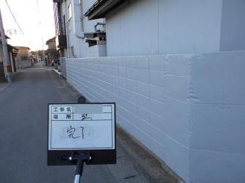 塀の汚れと土間のクラック補修をして塗装してほしい。